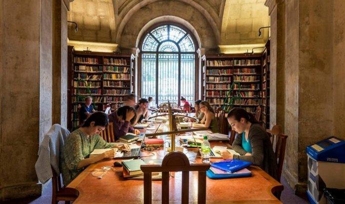 Na Erasmus jezdí do Británie stovky Čechů. O výhody zatím nepřijdou
