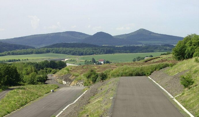 Eurovia odstraní zával na dálnici D8, zakázku jí vláda přiklepla bez tendru