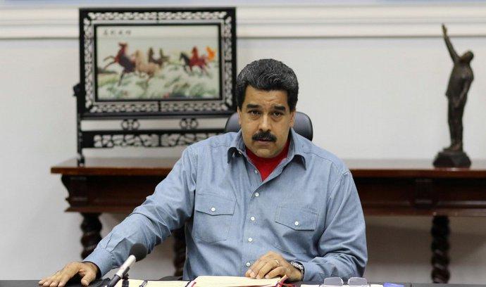 Venezuele hrozí politický a hospodářský převrat, Maduro bojuje o přežití