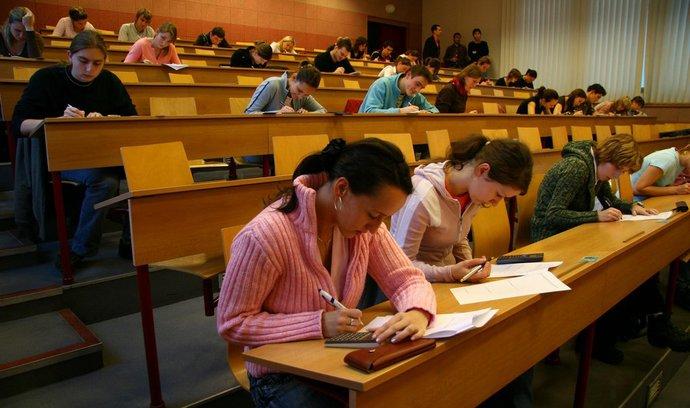 Absolventům MBA rostou platy strměji a jsou spokojenější