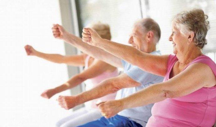 Američané se dožívají méně, populaci kosí Alzheimer i sebevraždy