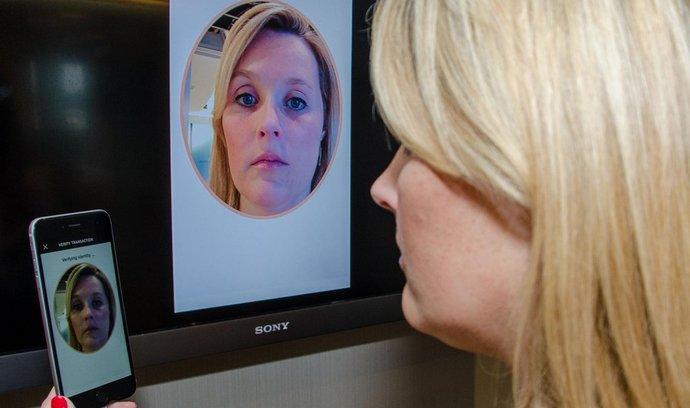 MasterCard v Česku spustí platby pomocí mobilů. Pro ověření transakce postačí selfie