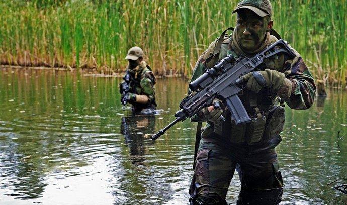 Francouzská zásahovka dostane české pušky. Její zbraně na teroristy nestačily
