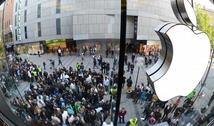 Americké úřady sledovaly tisíce zákazníků Applu