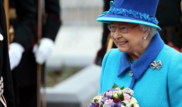 Královna si přeje brexit, trvá na svém bulvární The Sun