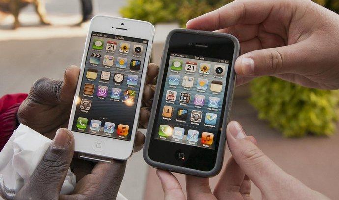 Akcie Applu spadly pod 400 dolarů, špatných prodejů se bojí síť dodavatelů