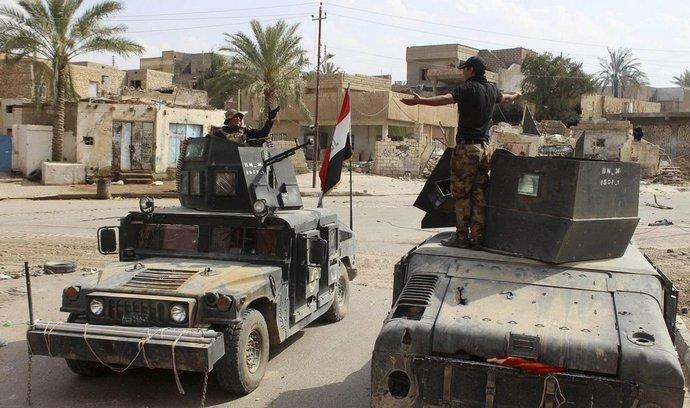 Černá díra na peníze. V irácké obraně prý zmizelo 130 miliard dolarů