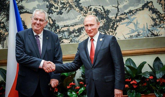 Zeman jednal s Putinem, ruský prezident doufá v obnovu obchodních vztahů