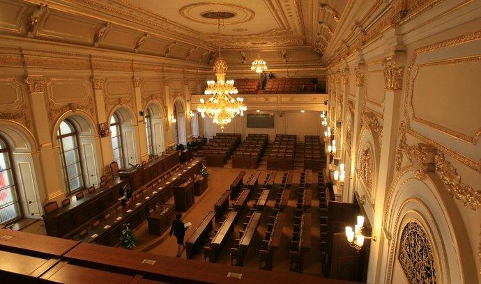 Sněmovní kancléř Morávek dostával protiprávně odměny