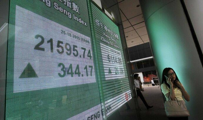 Čínské akcie dnes smazaly většinu ztrát, za srpen odepsaly 12 procent