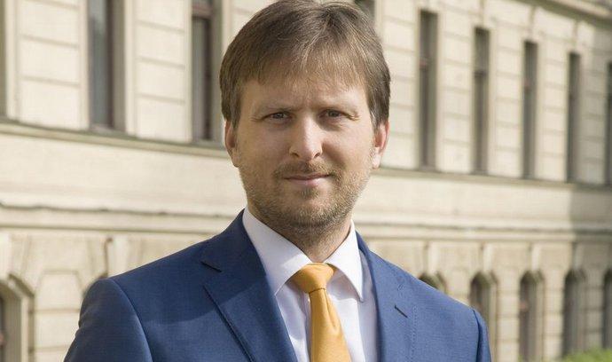 Ministr Kněžínek vzdal nový zákon o žalobcích