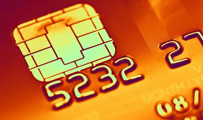 V používání bezkontaktních karet jsme TOP, účty ale zakládáme na pobočkách