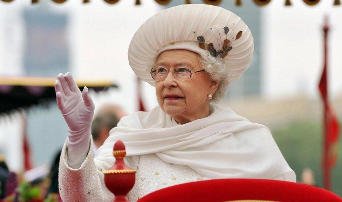 AFP: Navzdory narození miminka dominuje britské monarchii šedá