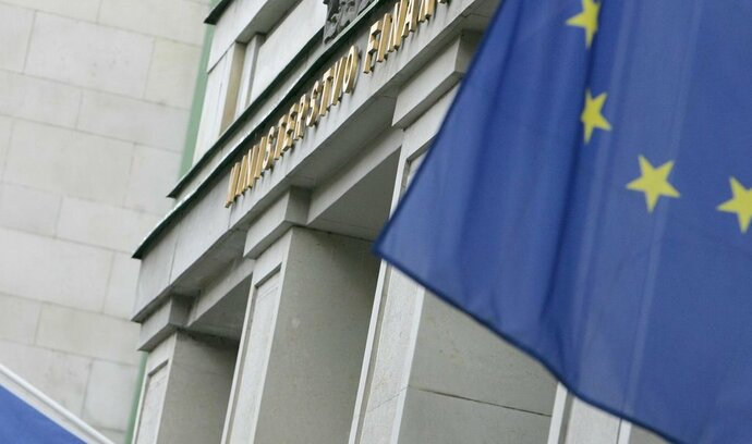 Ministerstvo financí pozastavilo údajně nestandardní zakázku na logo