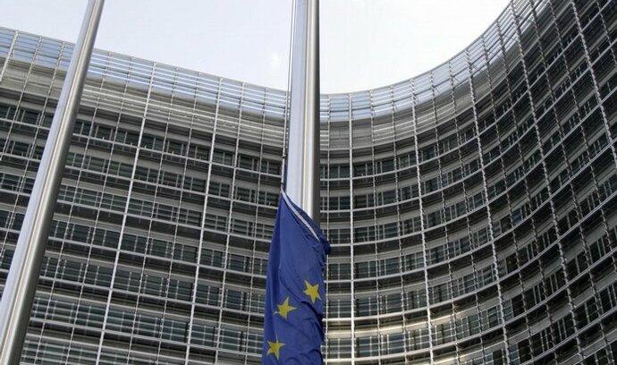 Svět uctívá Havlovu památku, EU a NATO spustily vlajky na půl žerdi