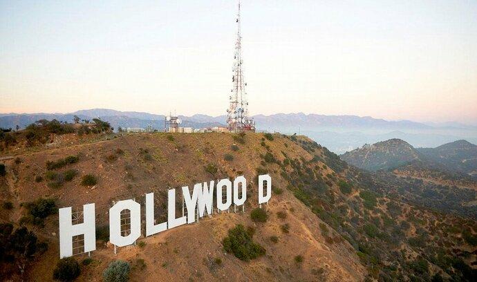 Úspěšný rok 2012 vyhnal akcie Hollywoodu do rekordních výšin