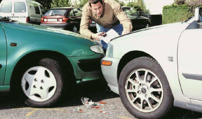 Drobná autonehoda není takovou tragédií. Musí se ale dodržet pár pravidel