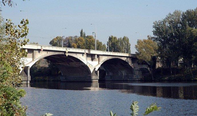 Praha nezbourá Libeňský most, nechá ho opravit