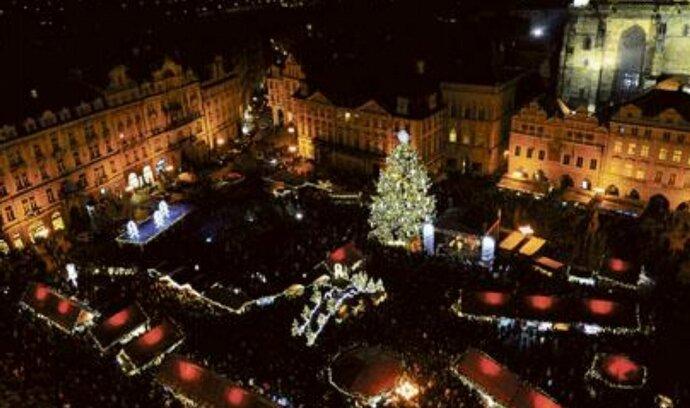 Staroměstské náměstí bude od brzkého rána zdobit vánoční strom