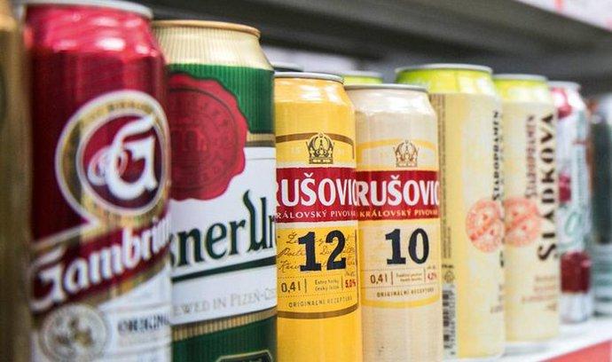 Heineken zmenšil obaly pro pivo v plastu i plechovkách
