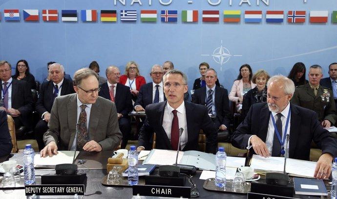 NATO zvyšuje kvůli ruské aktivitě leteckou pohotovost