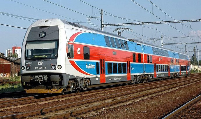Dráhy poptávají elektřinu za víc než tři miliardy, má pohánět vlaky dva roky