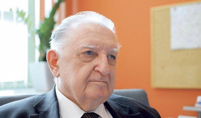 Strůjce slušovického zázraku, věčně nepřítomný senátor a Zemanův poradce. Kdo je František Čuba?