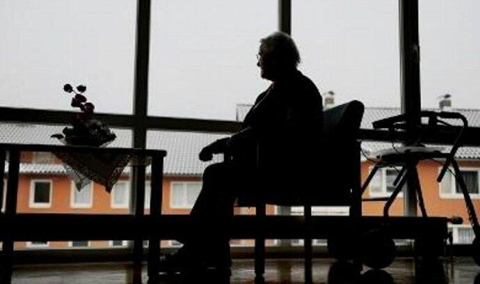 Pětina Čechů nespoří na důchod, chudší na to nemají