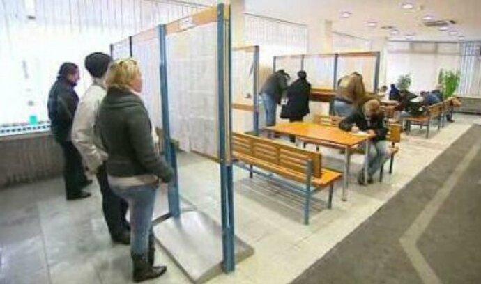 Podle většiny obyvatel se země potýká s vysokou nezaměstnaností