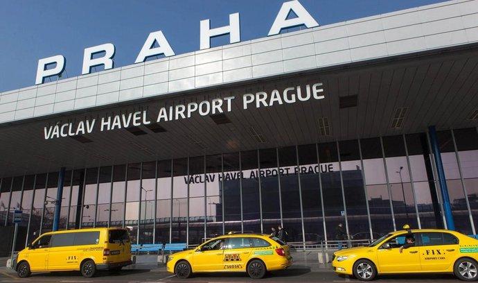 Dálkové linky táhnou vzhůru pražské letiště, počet cestujících roste o desítky procent