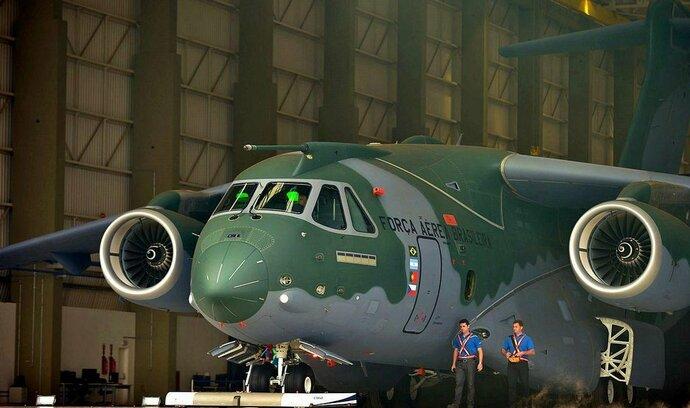 Brazilský Embraer trápí finance. Češi zatím dodávají podle plánu