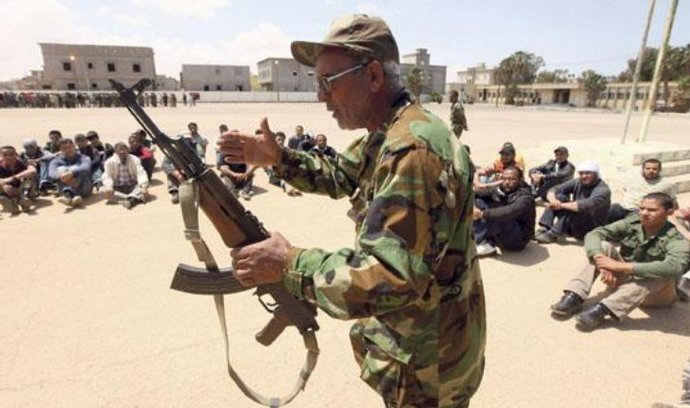 NATO: My jsme zbraně rebelům nedodávali