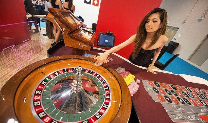 Čínskému Macau klesly příjmy z hazardu. Poprvé od roku 2001