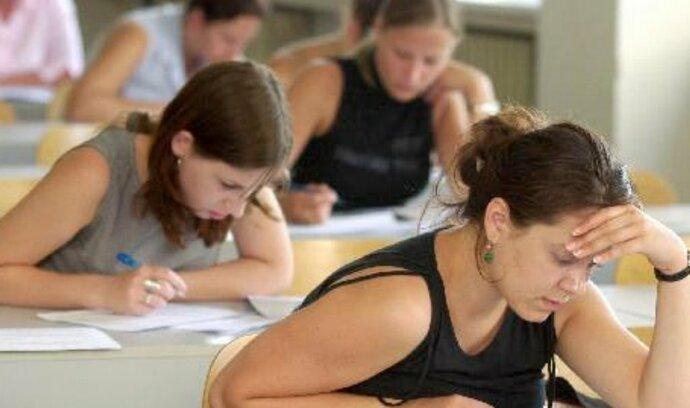 Kraje trvají na zveřejnění výsledků maturit, nevylučují ani žalobu