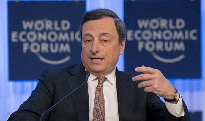 Hotovost je pro ekonomiku nezbytná, myslí si guvernér ECB Draghi
