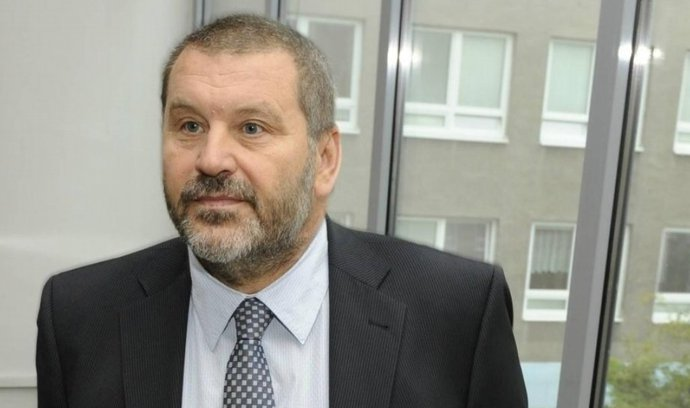 Bývalý senátor Novák byl vydán do Česka, čeká ho stíhání na svobodě