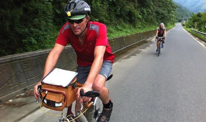 Funící cyklisté podle amerického poslance zamořují vzduch