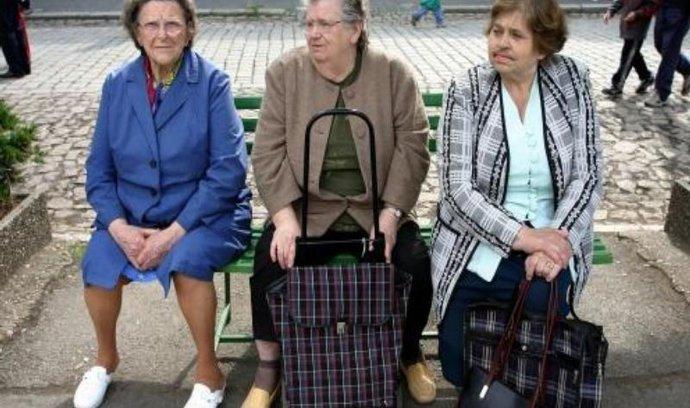 Lidí s penzijním připojištěním pořád ubývá