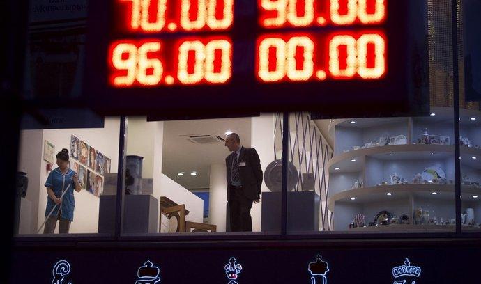 Ruská centrální banka dál bojuje s kurzem rublu, utrácí miliardy dolarů