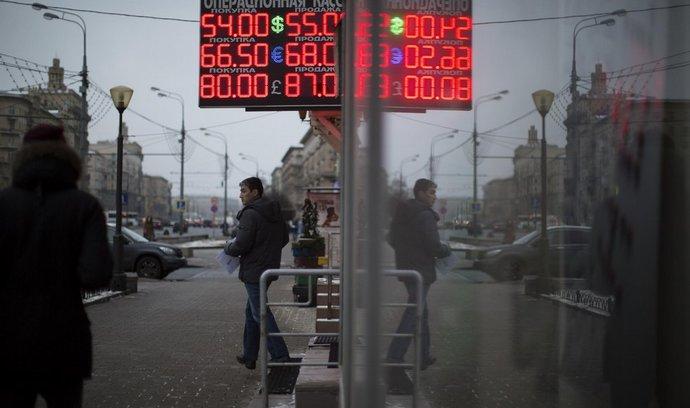 Ruská centrální banka zvýšila základní úroky. Rubl dál padá