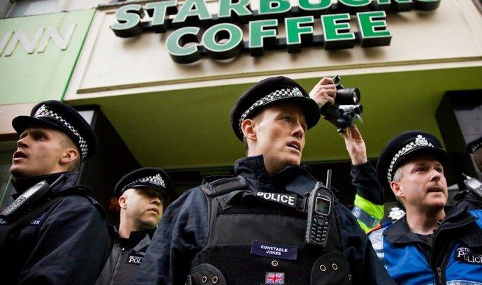 Hněv Britů donutil Starbucks zaplatit vyšší daně