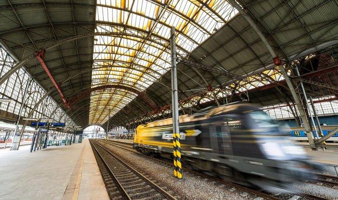 Střechu pražského hlavního nádraží společně opraví Metrostav a Prominecon
