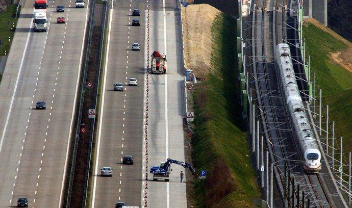 Němci zdražují mýtné. Kamiony na elektřinu ale po dálnicích pojedou zadarmo