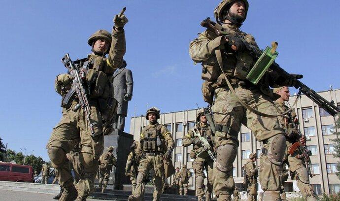 Ukrajinské síly postupují, povstalce prý nadále podporuje Rusko