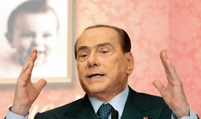 Berlusconi si už kroutí svůj trest za daňové úniky - v domově důchodců