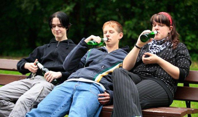 Šestnáctiletí Češi pijí alkohol nejvíce v Evropě