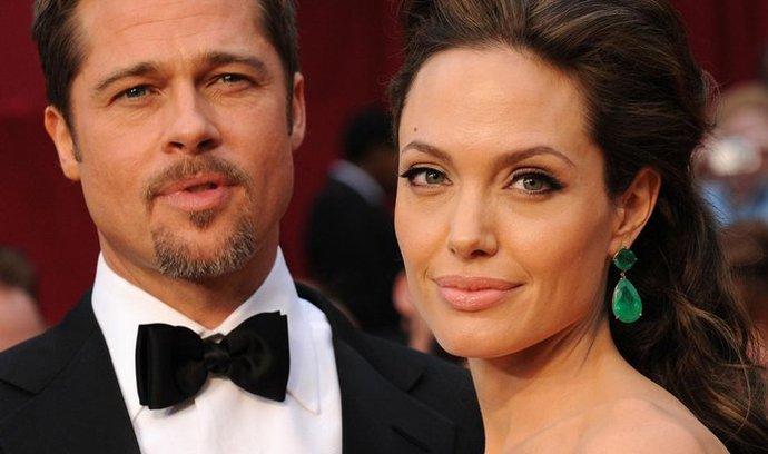 Angelina Jolie a Brad Pitt se zasnoubili