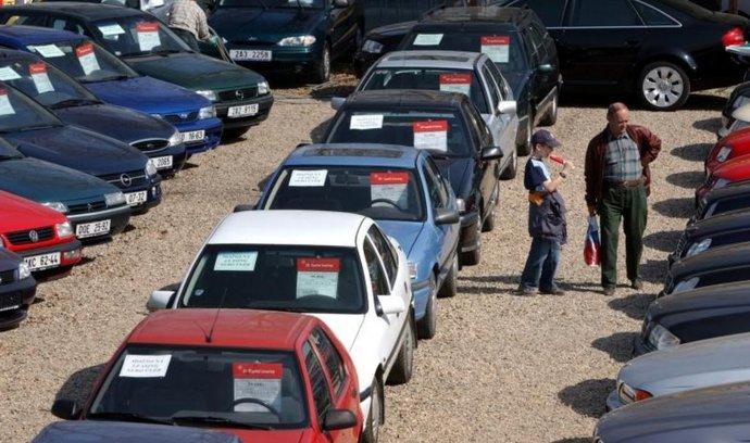 Prodej ojetin loni stoupl o osm procent, průměrná cena jednoho vozu přesáhla 200 000 korun