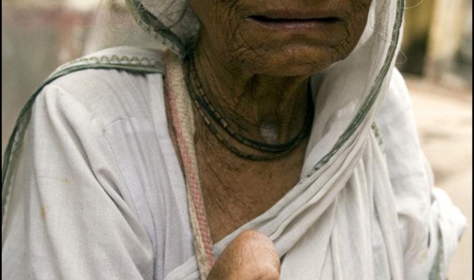 Indie zrušila vysoké bankovky, farmářka kvůli tomu spáchala sebevraždu