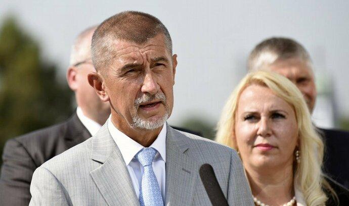 Ministři nesmí vlastnit média, rozhodli jasnou většinou poslanci